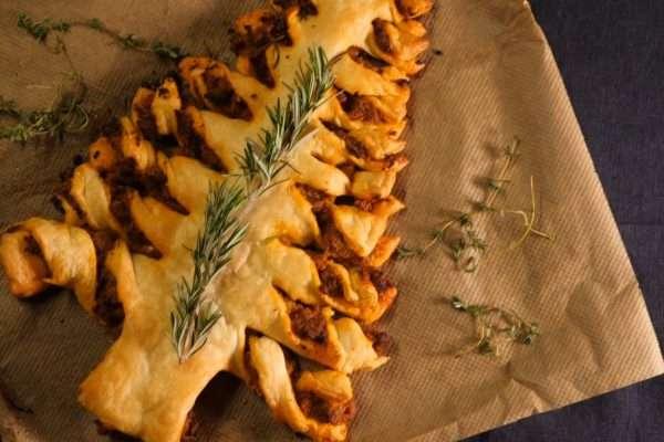 CookingCatrin kocht für Hütthaler einen weihnachtlichen Blätterteig-Baum