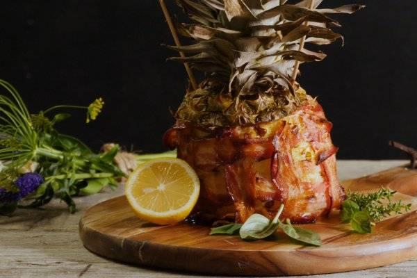 Cooking Catrin kocht für Hütthaler eine mit Fleisch gefüllte Ananas