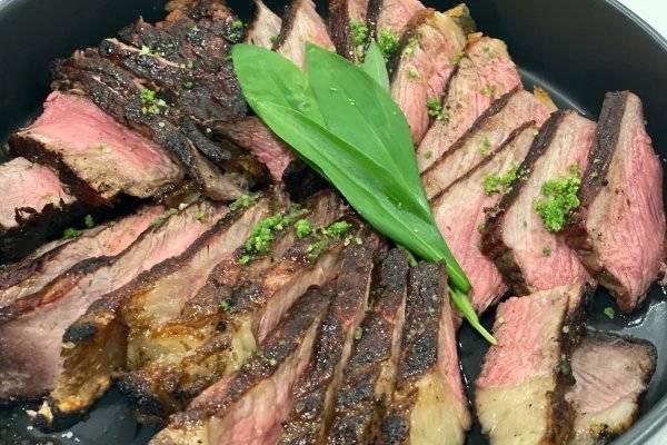Steak verfeinert mit selbstgemachten Bärlauchpesto