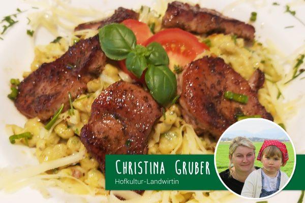 Schweinemedaillons mit Bärlauchknockerl von Hofkultur-Landwirtin Christina Gruber
